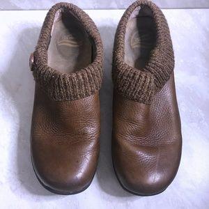 Dansko Size 40 Leather Knit Kenzie Slip On Clogs